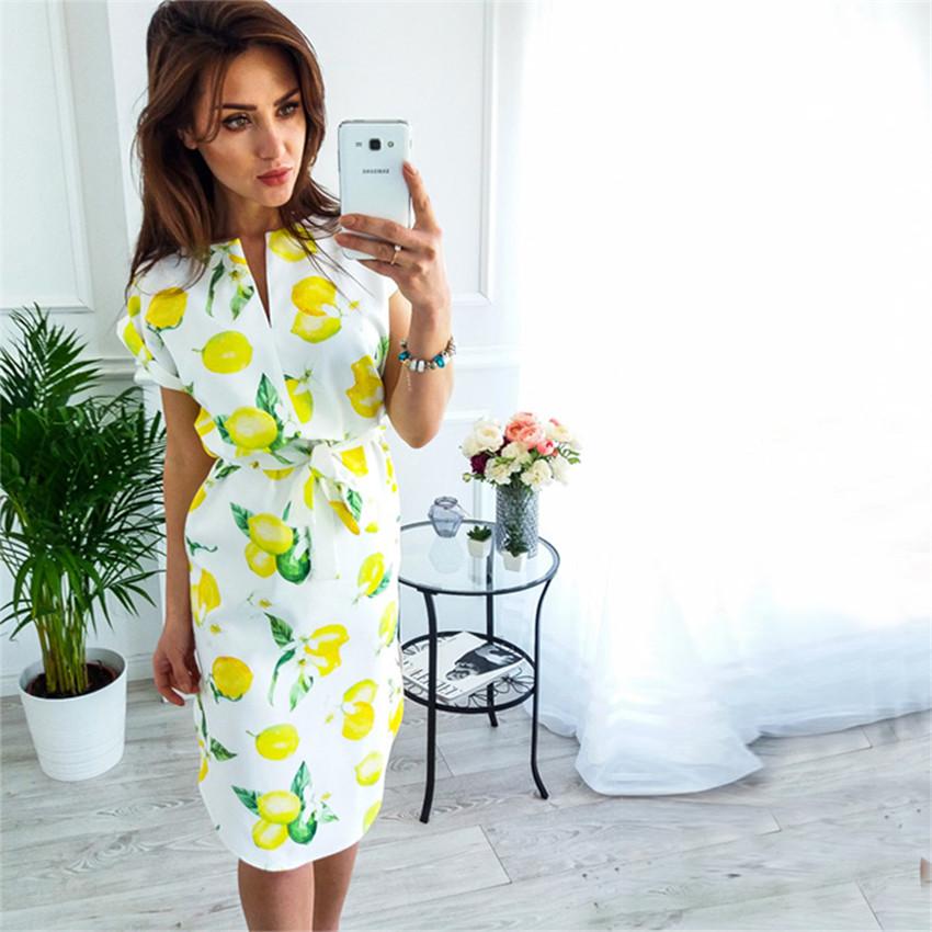 Letní šaty s krátkým rukávem a s páskem v pase žluté